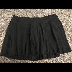 EUC Lululemon pleated skirt sz 8 Black